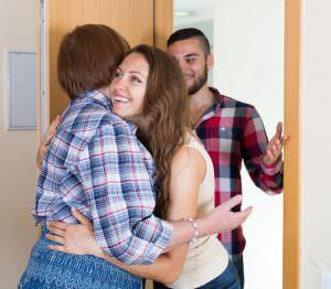 boyfriend meets mother of girlfriend at door